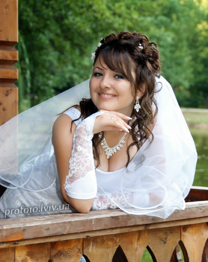 cute smiling beautiful bride wedding photographer